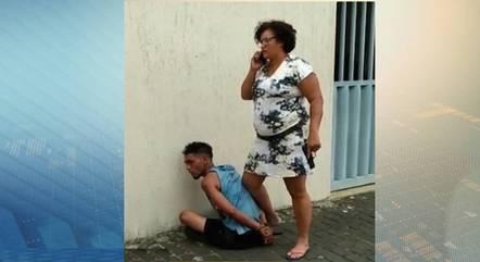 Mulher imobilizou suspeito de assaltar idosa