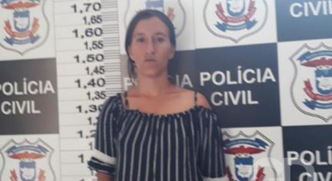 mulher presa pescoço marido