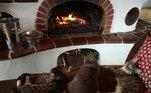Os invernos eram muito rigorosos e a única fonte de calor era uma grande fornalha onde Yulia e seus gatos passavam a maior parte do tempo. A temperatura variava dos 8º C no inverno até incríveis 40º C no verão