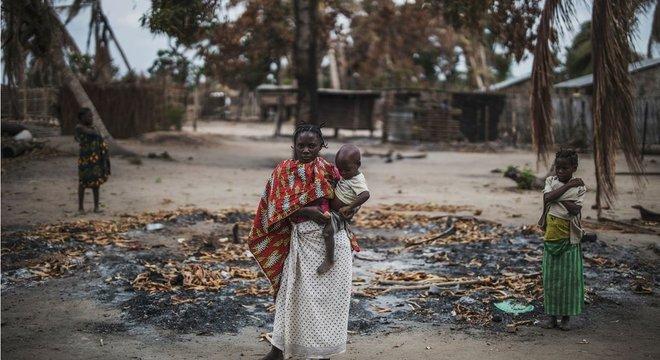 Centenas de milhares de pesssoas ficaram desabrigadas por causa do movimento insurgente no norte do país