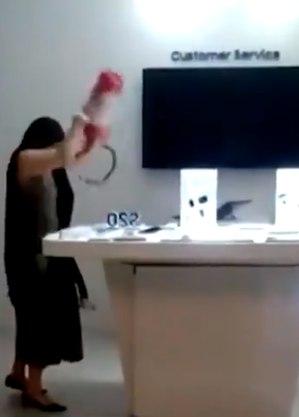 Mulher foi presa após destruir aparelhos eletrônicos