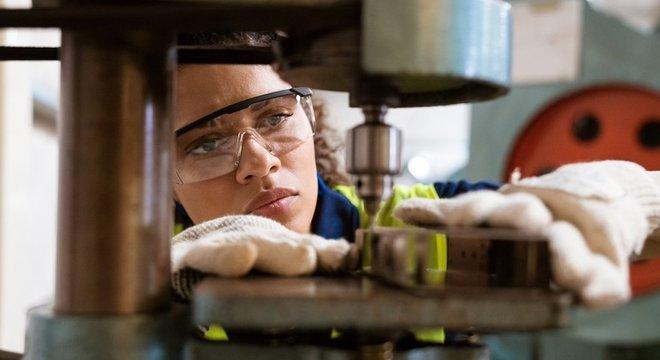 Baixo potencial de crescimento da economia se deve em parte à fragilidade da indústria, diz Latif