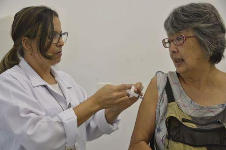 Vacina é oferecida a grupos prioritários