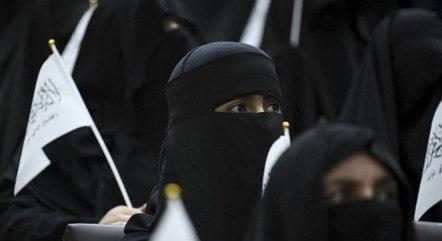Mulheres afegãs não podem praticar esportes em público