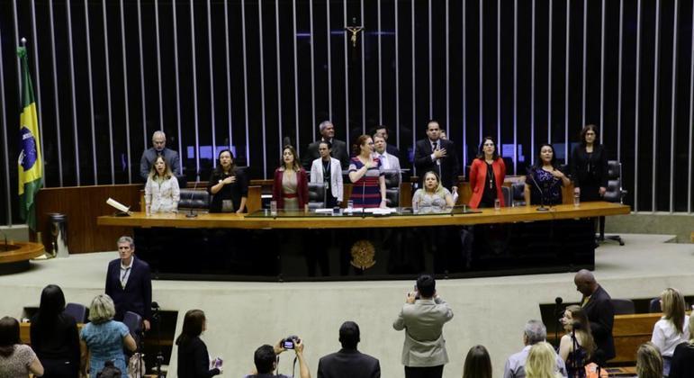 Deputadas em sessão solene de homenagem ao Dia Internacional da Mulher em 2019