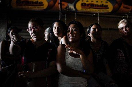Venezuelanos têm sofrido com constantes apagões, mas governo assegura que eles não são frutos de racionamento
