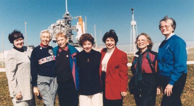 Jerrie Cobb (3ª da esq para a dir) e outras mulheres do Mercury 13 em 1995