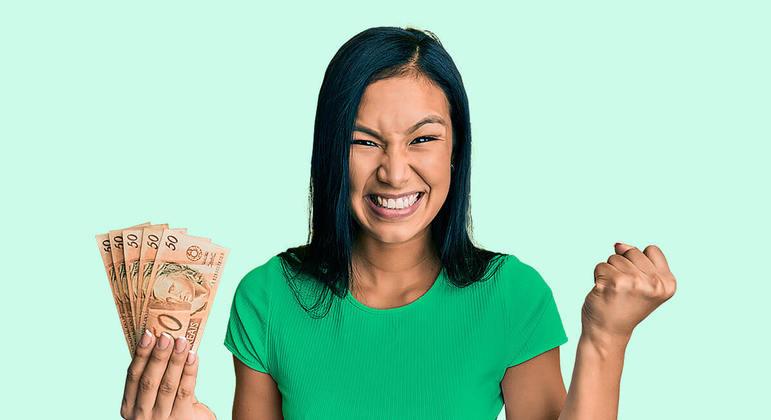 Mulheres no Brasil renegociam mais dívidas que homens, apontam estudos