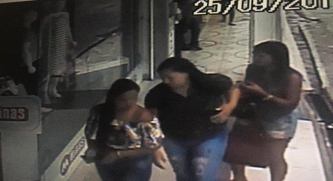 Mulheres roubam produtos em loja de roupas em Lagarto e são procuradas pela polícia