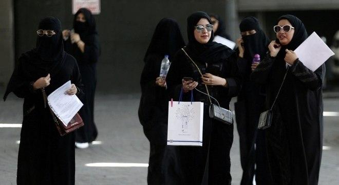 Mulheres sauditas poderão tirar passaporte e sair do país