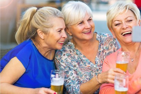 Ter moderação no consumo de álcool é um dos cinco hábitos considerados essenciais para aumentar a longevidade