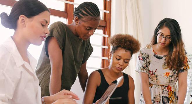 Em parceria com o Facebook, projeto envolve mentoria em negócios e apoio psicológico