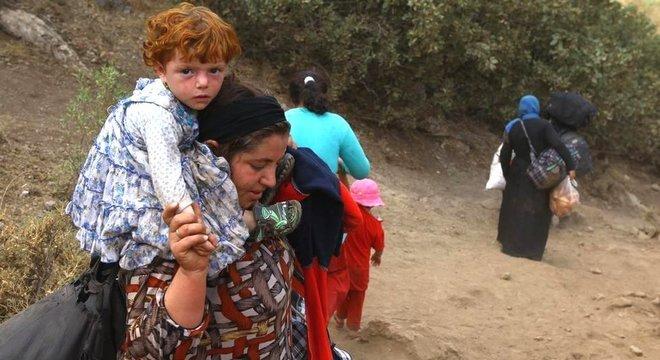 Na tentativa de fugir dos combatentes do EI, muitos moradores de vilas no Iraque buscaram refúgio no Monte Sinjar