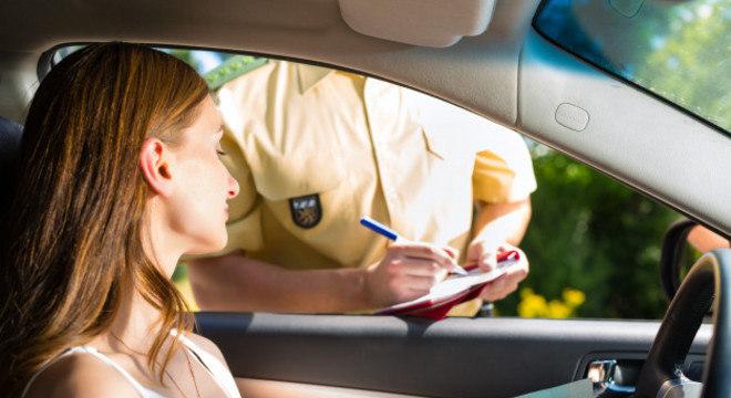 Mesmo sem blitze agentes da polícia e autoridades municipais podem autuar motoristas