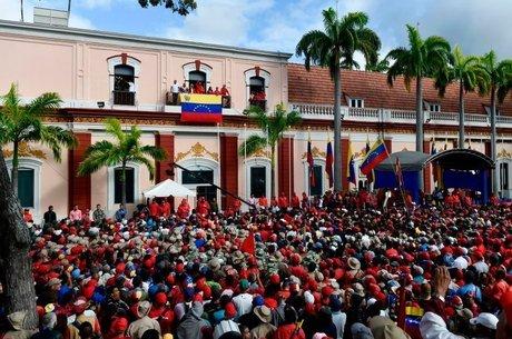 Apoiadores de Maduro comemoraram o recente anúncio do presidente de ruptura de relações do país com os Estados Unidos
