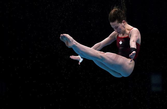 A canadenseCaeli McKay realizando seu exercício