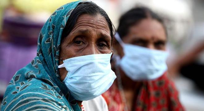 Mundo ultrapassa a marca de 300 mil mortos por covid-19, diz OMS
