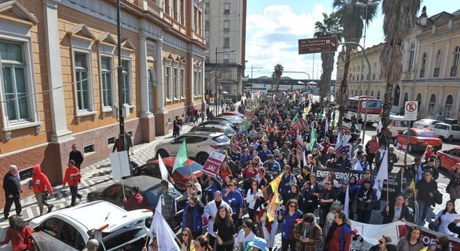 Municipários irão continuar com a greve Crédito: Alina Souza