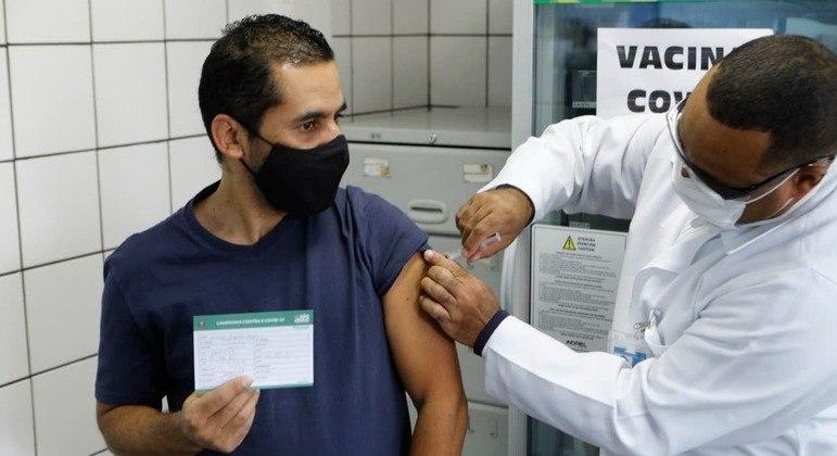 SP registra falta de vacina contra covid-19 em ao menos 50 postos da capital