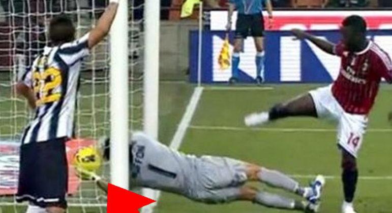 O gol de Muntari, em 2012, que Paolo Taglavento não percebeu