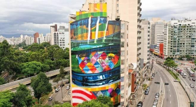 Mural tem 41 metros de altura e 17,5 metros de largura