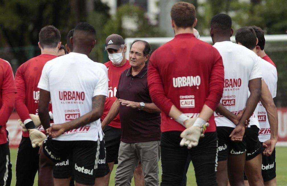 Tetracampeão Muricy cobrou forte os jogadores. Time está fraquejando na reta final do Brasileiro