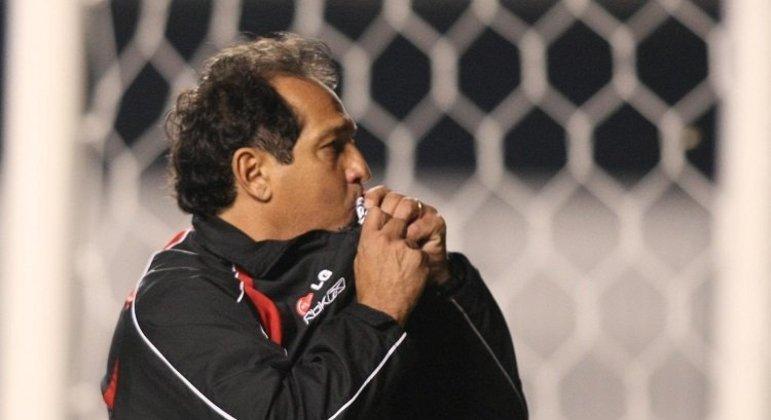 Muricy. Campeão brasileiro como jogador. Tricampeão como técnico. Paixão pelo São Paulo
