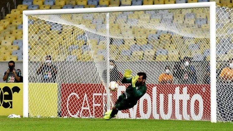 MURIEL - Fluminense (C$ 5,78) - Nas partidas em que atuou como visitante, negativou apenas uma vez. Jogando diante de um Inter recém eliminado da Copa Do Brasil e que consagrou o goleiro do Santos na última rodada, não seria surpreendente se o ex-arqueiro do Colorado se destacasse no domingo.