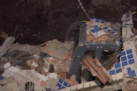 Muro de duas casas desabaram em Venda Nova