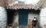 De acordo com o jornal The Times of India, a moradora decidiu passar a noite com os seis filhos em uma área externa, após o ventilador de teto da casa parar de funcionar