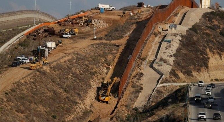 Donald Trump vai ao Texas visitar local da construção do muro na fronteira com o México