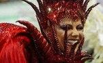 A atriz vem usando as redes sociais para relembrar desfiles de Carnaval. Em uma das publicações, a musa brincou com o que vai fazer durante os dias em que a folia aconteceria. 'Esse ano vou ser rainha de bateria em casa', escreveu no InstagramVeja também:Relembre os carnavais de Viviane Araújo como rainha da Mancha