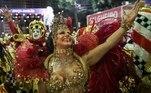 Considerada a 'rainha das rainhas' de bateria, Viviane Araújo esteve, mais uma vez, à frente da Mancha Verde. Em 2020, foi o 15º ano dela no posto.A atriz fez sua história no Carnaval e atualmente é a rainha de São Paulo com o reinado mais longo em atividade.Vale lembrar que em 2014 ela não pode desfilar com a escola, que estava no Grupo de Acesso, pois a data coincidia com o dia da apresentação do Salgueiro — onde ela também é rainha —, no Carnaval do Rio de Janeiro.Apesar da ausência, Viviane não perdeu a coroa