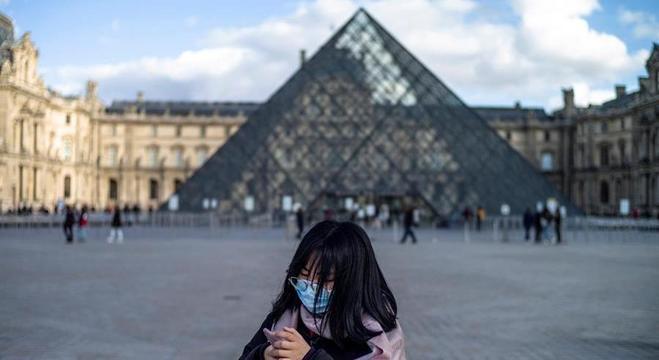 Museu do Louvre decide fechar as portas do tempo indeterminado