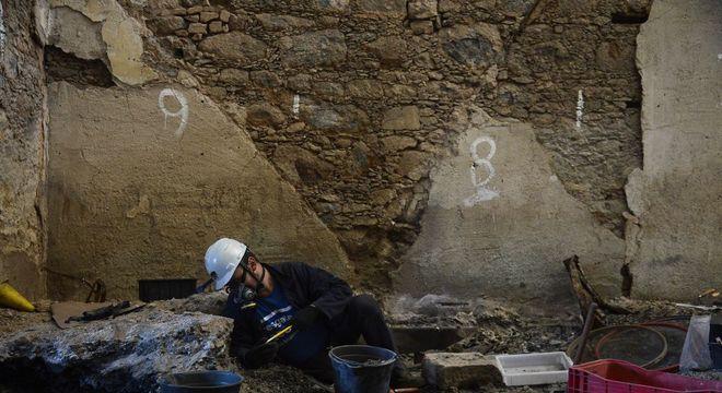 Após um ano do incêndio, cientistas retomam escavações