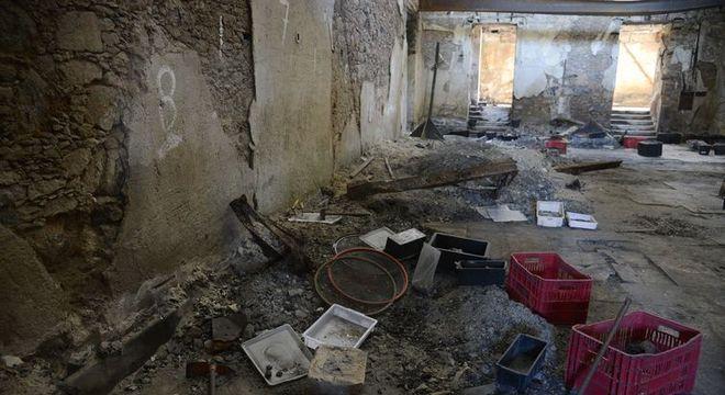Cientistas tentam recuperar algumas peças mesmo após a destruição