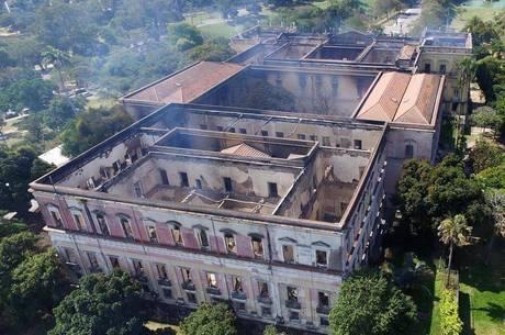 Pouco restou do Museu Nacional após incêndio