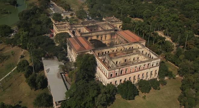 Incêndio destruiu prédio histórico do Museu Nacional da UFRJ, no Rio