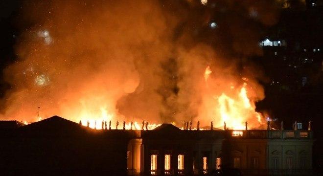 Incêndio atinge o Museu Nacional, na Quinta da Boa Vista, no Rio de Janeiro