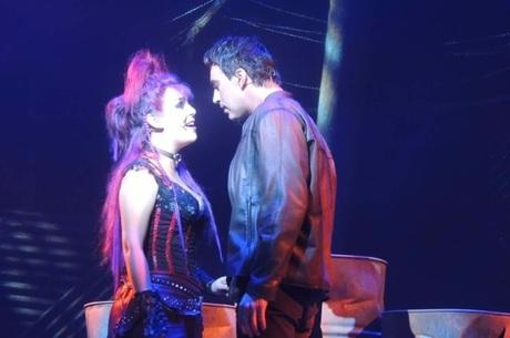 Alírio pediu Livia em casamento durante o musical