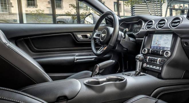 """No interior o carro terá bancos com formato de concha, painel de instrumentos totalmente digital e central multimídia com tela de 9"""""""