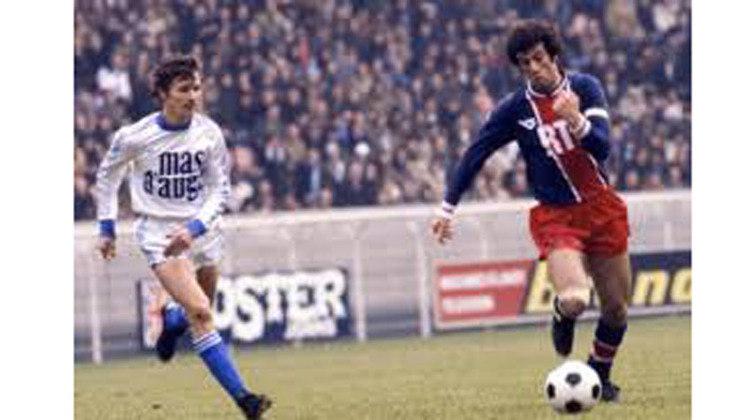 Mustapha Dahleb – O ex-jogador argelino foi o maior goleador que o PSG teve no século XX, com 85 gols marcados, Dahleb ficou no clube até 1984