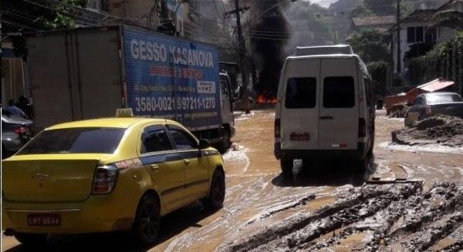 Moradores usaram redes sociais para mostrar os estragos das fortes chuvas