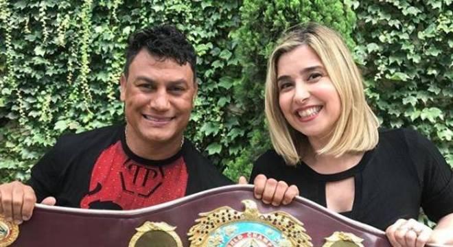 "Mylena Ciribelli com Acelino ""Popó"" Freitas, tetracampeão mundial de boxe"