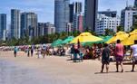 PE - CORONAVÍRUS/RECIFE/PRAIAS - GERAL - Movimento na praia de Boa Viagem, na cidade do Recife (PE), neste domingo, 06, já com a liberação das barracas de praia em razão da flexibilização na quarentena provocada pelo novo coronavírus. 06/09/2020 - Foto: LIDIANNE ANDRADE/MYPHOTO PRESS/ESTADÃO CONTEÚDO