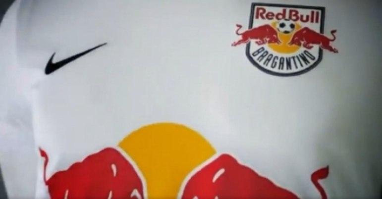 Na 59ª posição, está o Red Bull Bragantino, que custa 45 dólares, o que equivale a 249,99 reais. Sua fornecedora é a Nike.