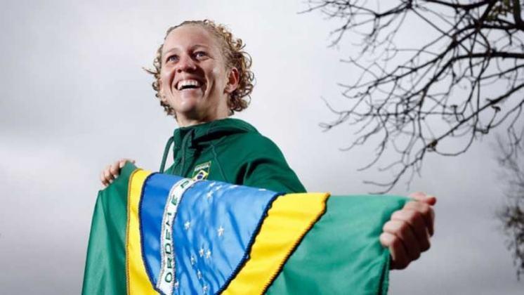 Carregar a bandeira do Brasil na cerimônia de abertura dos Jogos Olímpicos é uma honra para poucos. De Alfredo Gomes em Paris 1924 a Yane Marques na Rio 2016, relembre aqui os atletas que desfilaram no estádio olímpico. A definição para Tóquio 2020 ainda não foi tomada