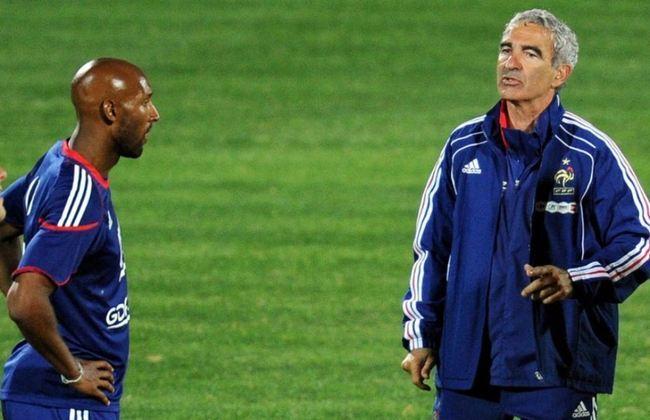 Na Copa do Mundo de 2010, o atacante Anelka se irritou depois da derrota por 2 a 0 para o México. O ex-atacante xingou Raymond Doménech, então treinador da França. O jogador foi expulso da concentração na África do Sul e a seleção francesa caiu na fase de grupos do torneio.