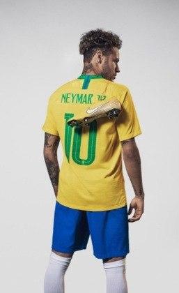 """Na Copa do Mundo de 2018, mais uma chuteira nova de Neymar, a """"Nike Mercurial Vapor XII, Meu Jogo"""", amarela, também com detalhes da carreira do craque."""