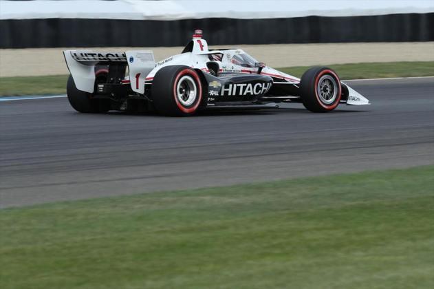 Na corrida 2, Newgarden não conseguiu repetir o grande desempenho, foi quarto, com Dixon em oitavo. A vantagem do neozelandês é de 32 pontos